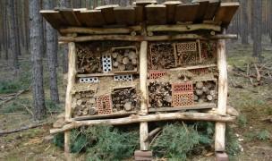 Das bezugsfertige Wildbienenhotel